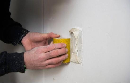 Gamle vægge - Gamle vægge, som skal beklædes med væv/filt