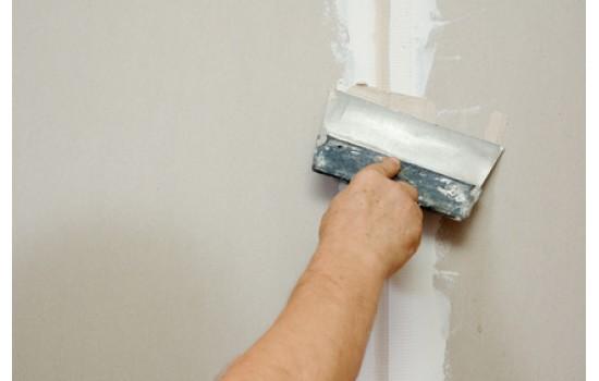 Forarbejde på gamle vægge, der er afrensede